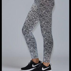 NWT Noli Yoga Silver Reflective Leggings